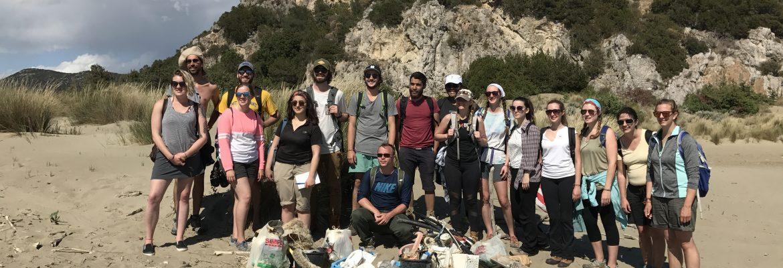 Pulizia della spiaggia studenti Università di Malta